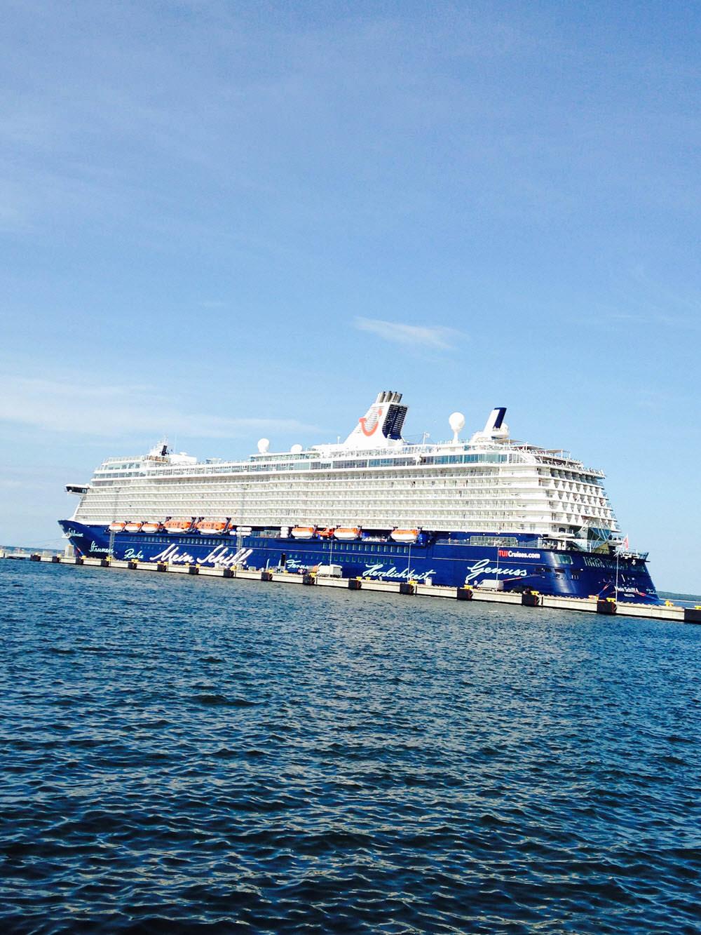 """Bordlektor auf """"Mein Schiff 4"""" TUI Cruises"""